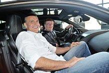 Martin Maxa a Petr Janda neodolali a v luxusním voze si poseděli.