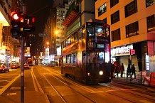 Dvoupatrové tramvaje jsou pro Hong Kong typické.
