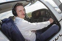 Ondřej Ruml v kokpitu letadla působil docela jistě.
