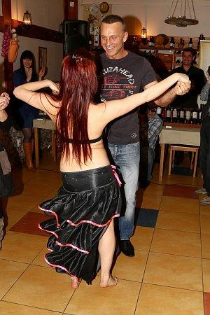 Břišním tancům neholduje, s tanečnicemi je to už o poznání lepší.