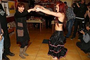 K tanci se známá zpěvačka nenechala dlouho pobízet.