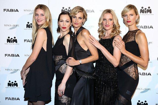Linda Vojtová, Zuzana Stivínová, Tereza Maxová, Adela Banášová a Karolína Kurková