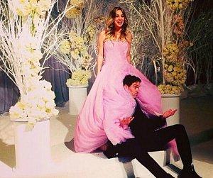 Nevěsta i ženich jsou veselá kopa