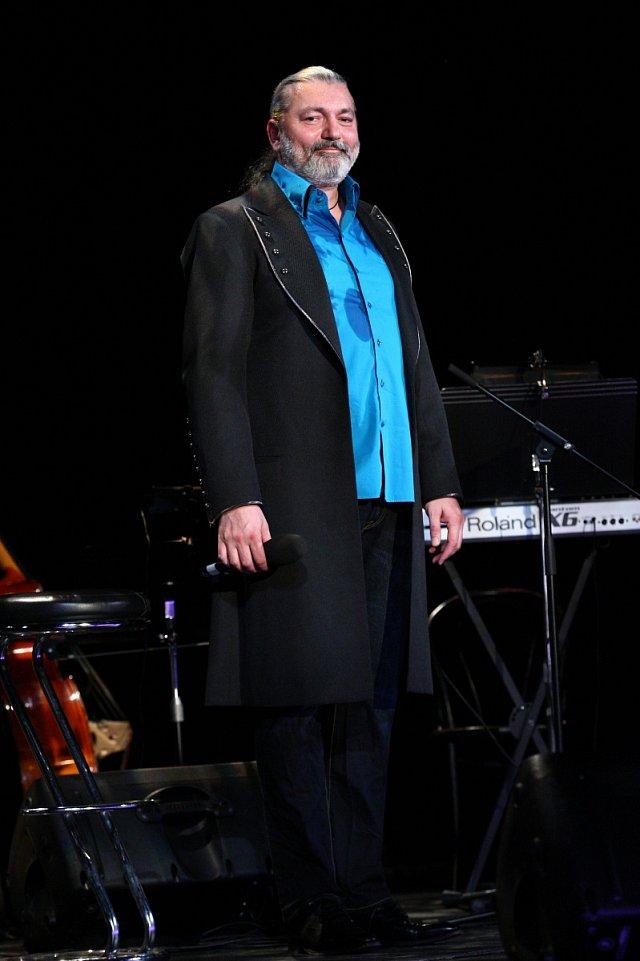 Dan Hůlka se vrací na koncertní pódia.