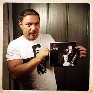 Petru Kolářovi půjde za kmotra rocker Petr Janda.