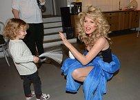 Známou modelku přišel podpořit i syn Max.