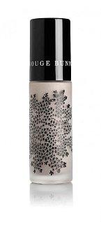 Rozjasňovač pleti Sea of Tranquility Rouge Bunny Rouge vaši pleť krásně omladí. Cena 1300 Kč, k dostání v síti Douglas.