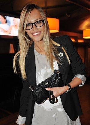 Renata Langmannová dioptrie nepotřebuje, brýle nosí pro parádu