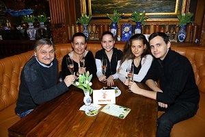 Herec a dabér Pavel Soukup vyvedl početnou rodinu.