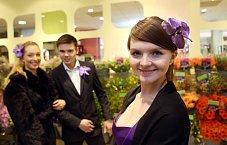 Party mezi květinami se všem líbila