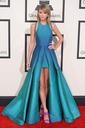 Nejzářivější hvězdou červeného koberce byla Taylor Swift!