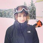 Madonna zkoušela snowboard i lyže. Na nich si při sjezdu narazila kostrč.