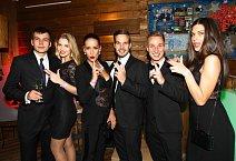 Večer si Gabriela Franková, Nikola Buranská a Aneta Vignerová s partnery užili party ve stylu Jamese Bonda.