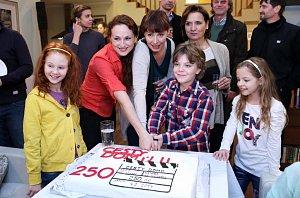 Trojice dam Markéta Hrubešová, Lenka Vlasáková a Veronika Freimanová se ujaly dětí i dortu.
