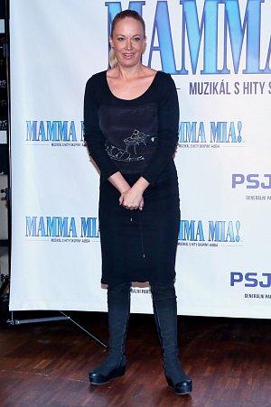 V hlavní roli Donny, kterou ve filmovém zpracování ztvárnila Meryl Streep se budou alternovat Alena Antalová, Leona Machálková a Daniela Šinkorová.