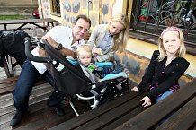 Jakub Smolík s manželkou Petrou a milovanými ratolestmi Petruškou a malým Jakubem