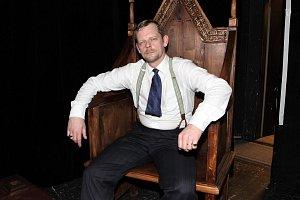 Martin Stránský propůjčil svůj hlas Hughovi Lauriemu alias Dr. Houseovi.