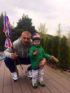 Syn Vlaďky a Tomáše Řepkových vyrazil na koledu s tátou