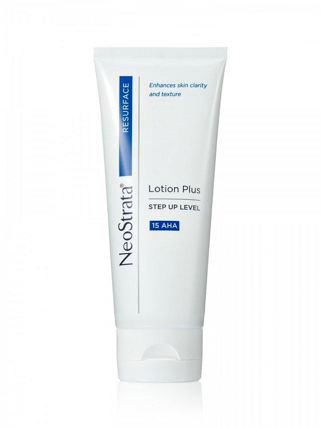 NeoStrata Lotion Plus, vysoce účinné vyhlazující a hydratační tělové mléko s kyselinou glykolovou, www.neostrata.cz, 200 ml za 1100 Kč.