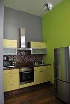 Moderní kuchyňský kout je funkční i hezký