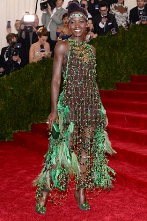 Lupita Nyong'o, šaty Prada