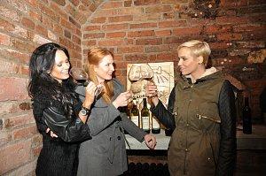 Dvořáková, Pavelková a Mašlíková se tvářily jako zkušené sommerliérky.