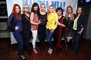 Dámské osazenstvo muzikálového hitu Mamma Mia doplní i Jitka Asterová, Hana Holišová (vpravo), Hana Křížková a Míša Nosková.