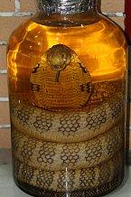 Alkohol s naloženou kobrou