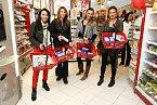Na charitativním nákupu se sešly Heidi Janků, Nicol Lenertová, Alice Bendová a Jana Adamcová.