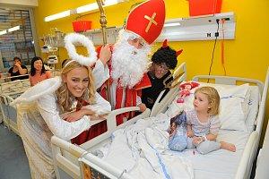 Renata Langmannová, Pavel Kříž a Adam Kraus coby hvězdné trio v motolské nemocnici.