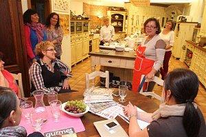 Účastnice kurzu přivítala celá redakce časopisu Gurmet, v čele s šéfredaktorkou Jitkou Rákosníkovou.