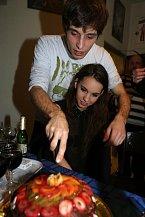 Z dortu, který pro něj Míša připravila, měl Roman ohromnou radost.