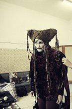 Herečka se pod rukama maskérů změnila k nepoznání!