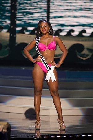 Miss Britských Panenských ostrovů Jaynene Jno Lewis je kus