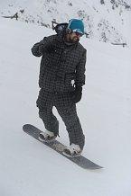 Jízdu na snowboardu si známý herec užíval.