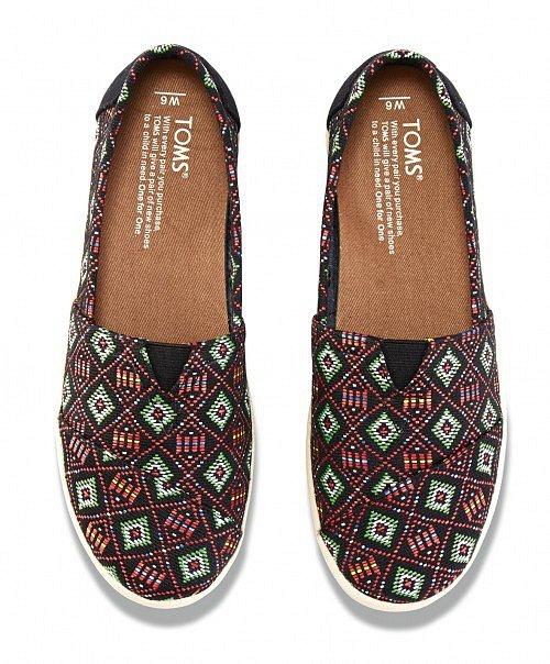 Pohodlné botky Black Multi Woven Avalon Slip-on, Toms, urbanlux.cz, cena 2010 Kč.