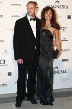 Eva Jeníčková, která přišla s manželem, vsadila na dost odvážné šaty.