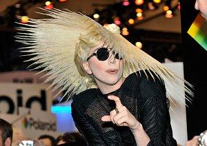 Lady Gaga si na vystoupení v Las Vegas nechala vyrobit ze svých vlasů klobouk