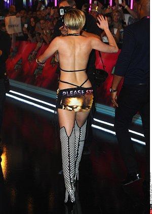 Miley nosí nejkratší sukně na světě
