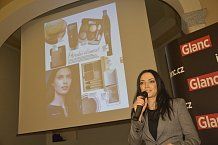 Kosmetická redaktorka Monika Grafková dámám poradila s líčením a seznámila je s novinkami.