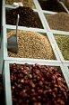 Pokud milujete koření, oříšky nebo třeba minirůže, jež se přidávají do čaje, zajděte na místní trh. Nezapomeňte před placením smlouvat!