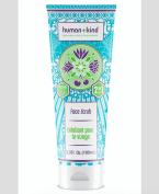 Peeling HUMAN+KIND FACE SCRUB, cena 569 Kč. K dostání v síti parfumerií Marionnaud.