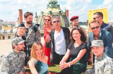 Na terase Divadla Hybernia se sešla pěkná řádka muzikálových umělců v čele s Jankem Ledeckým.