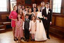 Všichni svatební hosté pěkně pohromadě