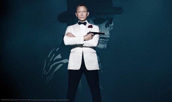 Daniel Craig je zpět jako Agent 007.