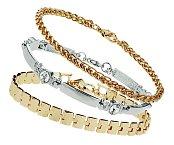 Ze šperků mám nejraději náramky. Nosím jich víc najednou, ale namíchané tak, aby spolu ladily. TOPSHOP, 3ks za 475 Kč.
