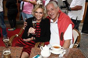 Helenu na akci doprovodil její milující manžel Martin Michal.