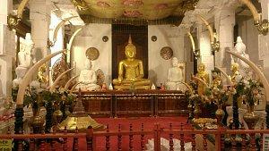 V Kandy je uložen Buddhův zub, jedna z nejcennějších buddhistických relikvií.