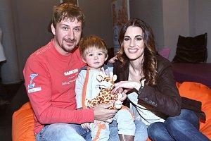 Lucie Váchová dorazila s manželem Davidem a synem Davídkem.