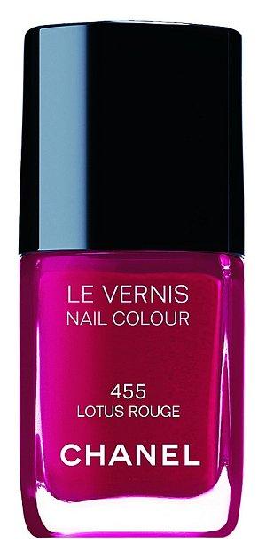 Le Vernis odstín 455 Lotus Rouge, Chanel, 13 ml 557 Kč